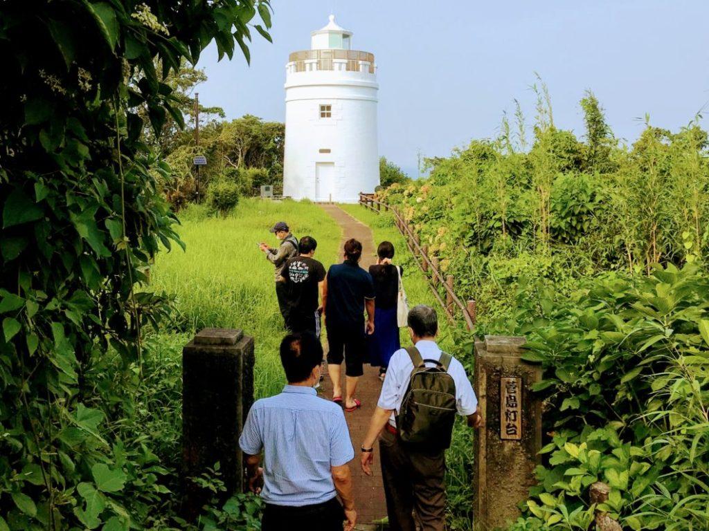 H&C財団の視察団と菅島灯台見学の様子