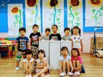 寄贈された空気清浄機と保育所の子どもたち
