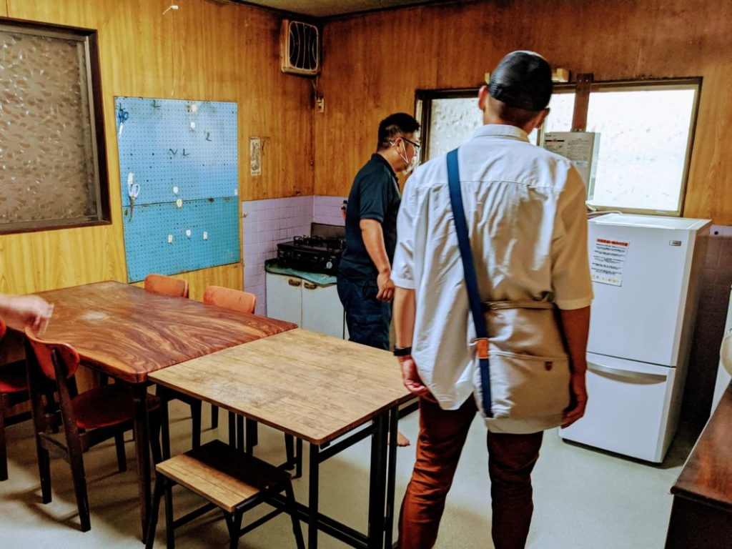 答志島離島留学視察で訪れた整備済み空き家のキッチン